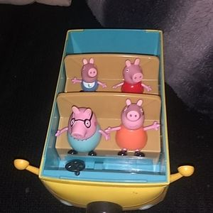 Peppa pig camper with whole family in it